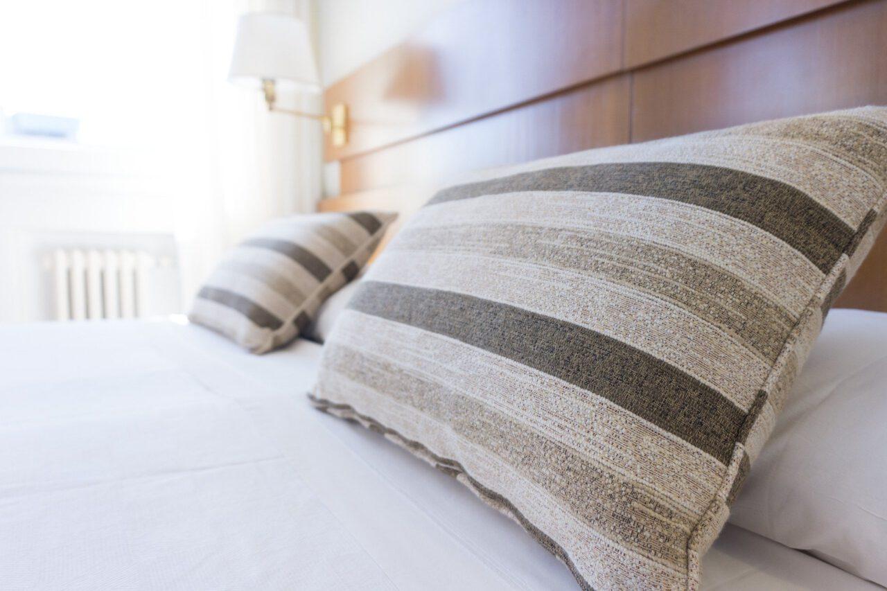 Kussens op bed